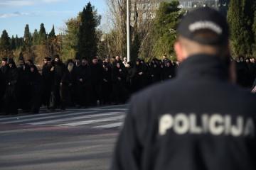 Crnogorski parlament otvorio raspravu o crkvenoj imovini, ulice u središtu grada blokirane