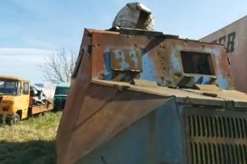 """(VIDEO) CULEJ:Pogledajte što je SDP-ov Šime Lučin uradio sa """"Bobanom"""" prvim oklopnim vozilom specijalne policije u Domovinskom ratu…"""