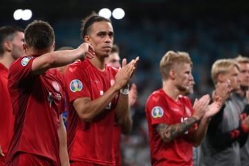 Sramota u polufinalu Eura; užarile se društvene mreže, 'Oko sokolovo' odluku nazvalo 'skandaloznom', a Robert Prosinečki se nije suzdržao: Danci su pokradeni!