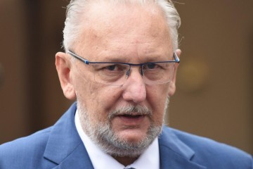 Plenković Božinoviću nakon incidenta s lubenicama: 'Napravite plan sigurnosti pred zgradom Vlade'