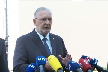Božinović: Klubovi na otvorenom moći će raditi za one koji imaju covid potvrde