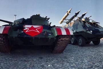 Delije misle da je rat! Uz mural ratnom zločincu, postavili raketni bacač i tenk kako bi proslavili pobjedu