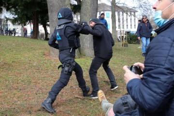 Njemačka policija papar sprejem i pendrecima protiv prosvjednika u centru Kassela