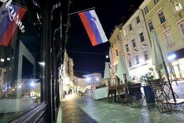 Slovenija uvodi još oštrije mjere: Zatvaraju gotovo sve, dopušteno druženje samo unutar obitelji ili kućanstva, stižu promjene i na granicama