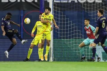 Propušta li Dinamo protiv Villarreala jedanaesterac? Igrači se nisu žalili, sudac nije vidio, VAR nije odgovorio ... Prosudite sami
