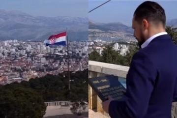 Domovinski pokret na Marjanu postavio spomen-ploču hrvatskom mučeniku i žrtvi jugokomunizma Frani Tenti