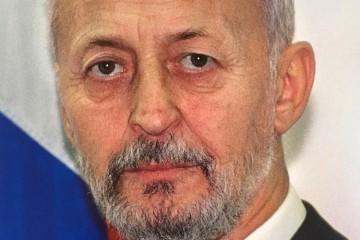 dr Juraj Njavro - legendarni vukovarski kirurg i heroj vukovarske bolnice, prvi ministar hrvatskih branitelja