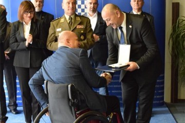 Ministar Medved uručio odlikovanja hrvatskim braniteljima