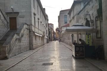 Zadarski stožer traži pooštravanje mjera, među njima i obavezne maske na otvorenom