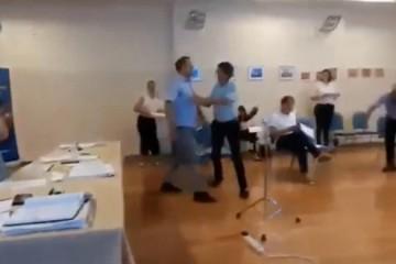 (VIDEO) NA RUBU TUČE: Obračunali se HDZ-ov načelnik i HSP-ov vijećnik u Dugopolju, uz spominjanje majke