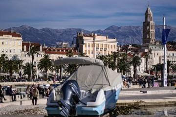 U Splitsko-dalmatinskoj županiji skraćuje se radno vrijeme kafića, maske obvezne i na otvorenom