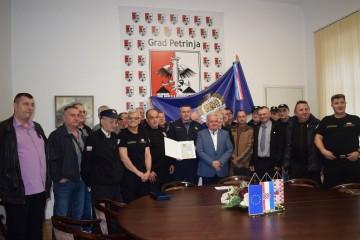 Gradonačelnik Dumbović upriličio prijem za odlikovane pripadnike ratne Policijske postaje Petrinja