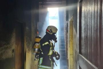 TRAGEDIJA U DVORU: U kući koja je gorila vatrogasci pronašli tijelo žene