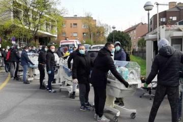 Slika koja je oduševila Hrvatsku: Bad Blue Boysi spašavaju rodilje iz Petrove