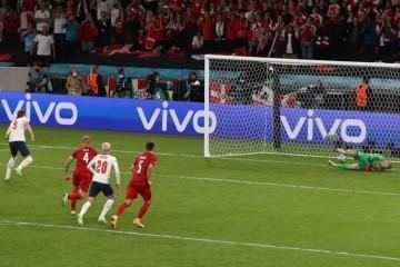 Što je sljedeće!? UEFA kažnjava Engleze zbog novog ekscesa kod nepostojećeg penala!