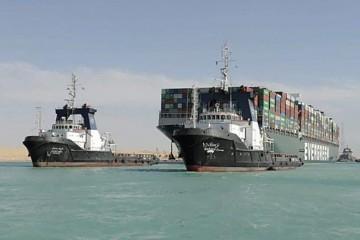 Golemi brod koji je 'začepio' Suez i dalje je u kanalu: 'Platite 916 milijuna $ pa plovite!'