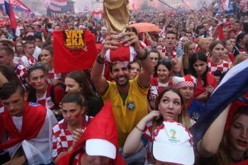 Mjesec dana spektakla na Trgu bana Jelačića: Velika navijačka zona, svi su dobrodošli