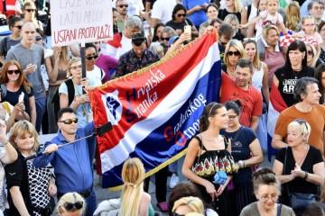 Prizori s Trga razočarali čak i sudionike prosvjeda: ' Suludo je govoriti da covid ne postoji!'