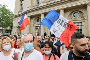 Tisuće Francuza prosvjedovalo protiv obaveznog cijepljenja i covid potvrda