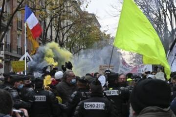 Francuska: 240 000 ljudi na četvrtom tjednu protesta protiv Covid propusnica