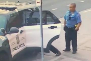 VIDEO: PROCURILA NOVA SNIMKA S NADZORNE KAMERE Floyda su tukli i na zadnjem sjedištu policijskog auta? 'Jedan držao stražu, dok su ga drugi napadali'