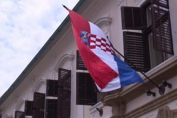 Skinuta zastava s rezidencije hrvatskog ambasadora u Beogradu