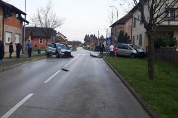 FOTO U samom centru Đurđevca upravo teška prometna nesreća, policija vrši očevid
