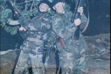 FOTO: Svoje ljude je poslao u bunker, a Goran je pod granatama pokušao spasiti ranjenog suborca…Ivica je bio pogođen gelerom u glavu te se nalazio u vrlo teškom stanju…