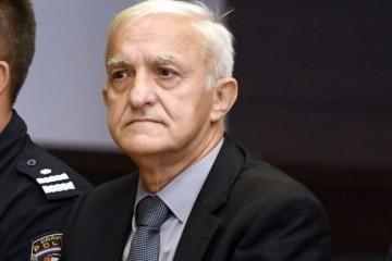 SKANDAL U BEOGRADU: Crvena Zvezda uručila počasni dres ratnom zločincu kapetanu Draganu!