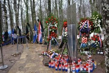 4. prosinca 1991. Smoljanac – velikosrpska ubijanja i orgijanja po hrvatskim selima Plitvičkih jezera