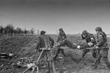 30. prosinca 1991. Junaci Pakraca – zvali su ih 'heroji u trapericama' koji brane svoj dom i svoje obitelji!