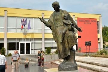 Antifašistička liga, Documenta, SPC i SNV zajedno održali skup u Glini za srpske žrtve: Evo što poručuju!