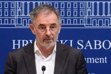 Pupovac otkrio da je dogovorena zabrana Za dom spremni, ali neće ići prije izbora; U Vukovaru maltretiranje pripadnika srpske zajednice