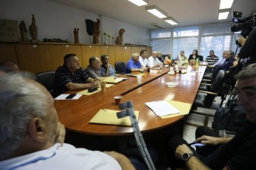 HVIDRA: SDSS je stranka koja djeluje protuustavno, HNS: Kritizirati Pupovca je napad na manjine