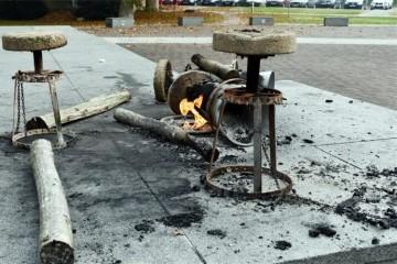 Ministarstvo hrvatskih branitelja najoštrije osuđuje vandalski čin devastiranja spomenika poginulim hrvatskim braniteljima u Sisku