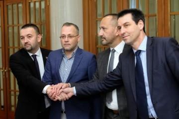 """(FOTO) HDZ u panici – Suverenisti potpisali koalicijski sporazum, podržali Škoru: """"Idemo po 15 mandata, bez nas nema nove vlade"""""""