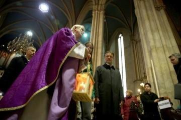 Izviđači donijeli Betlehemsko svjetlo mira u zagrebačku katedralu