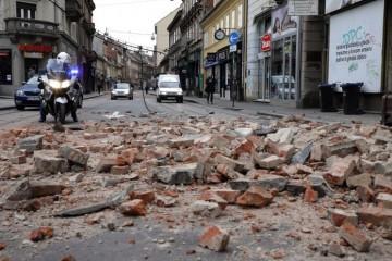 POGINUO SANIRAJUĆI ŠTETU OD POTRESA: U Zagrebu zidar pao s krova u dvorište zgrade