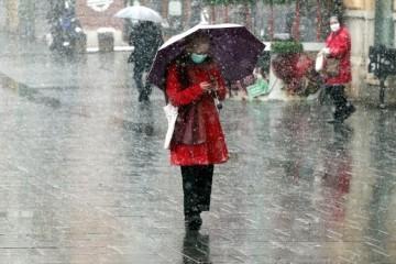 Upaljen meteoalarm za cijelu zemlju: Na kopnu snijeg i poledica, na moru kiša i bura