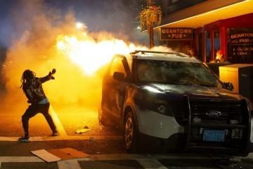 VAL NASILJA I PLJAČKI: SVE VIŠE GRADOVA U SAD UVODI POLICIJSKI SAT
