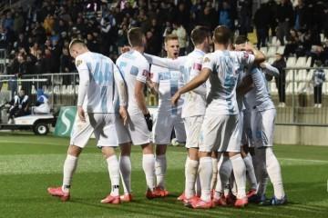 Rijeka u nevjerojatnoj utakmici došla do pobjede koja je ostavlja u igri za Europu, Varaždin ostao prikovan za dno