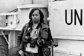 Na današnji dan, 28. ožujka 2018. godine -  U Zagrebu je preminuo legendarni ratni fotoreporter Toni Hnojčik.