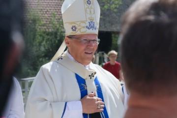 Nadbiskup Hranić pozitivan na koronavirus, zarazio se na krizmi