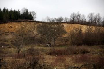 U Hrvatskoj Kostajnici aktivirana dva klizišta, ugroženo pet kuća