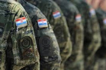 Novi skalndal u Hrvatskoj vojsci: Devet vojnika suspendirano, večernje sate u bazi Divulje kratili alkoholom
