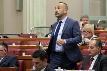 ZEKANOVIĆ UPOZORIO NA OGROMAN PROBLEM: 'Vlada nije omogućila svim državljanima mogućnost glasanja'