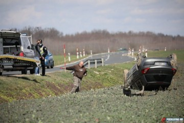 FOTO/VIDEO Teška nesreća kod Koprivnice, automobil sletio s ceste i završio na krovu