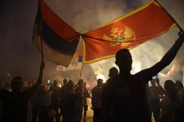 Šovinistički izgred u Crnoj Gori – stavili zastavu Srbije na hrvatsko veleposlanstvo