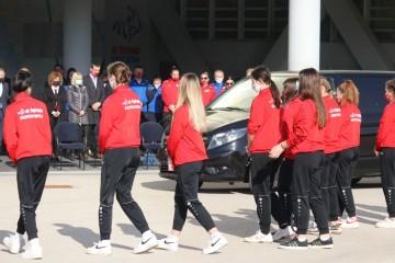 Koprivnica nikad neće zaboraviti Sarača: Pred Gimnaziju stigao lijes šampiona