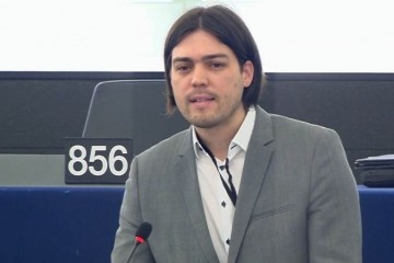 Prodajući maglu i populizam do saborskog zastupnika i europarlamentarca